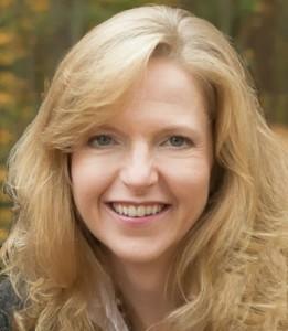 Amy Mackin Headshot